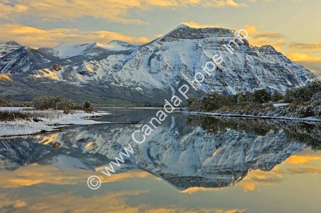 Photo Beautiful Waterton Lakes National Park Scenery
