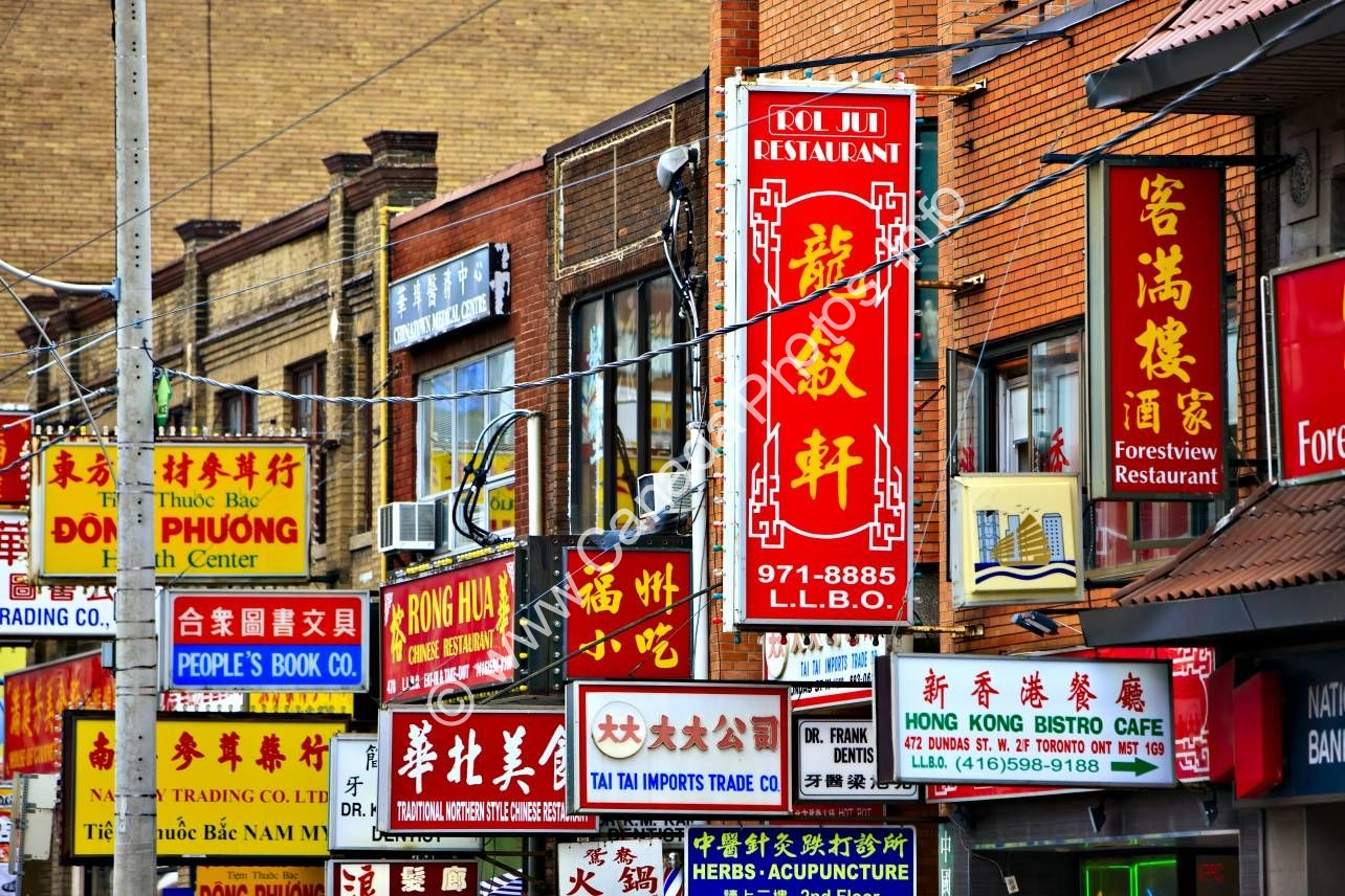 Photo Chinatown street signs Toronto