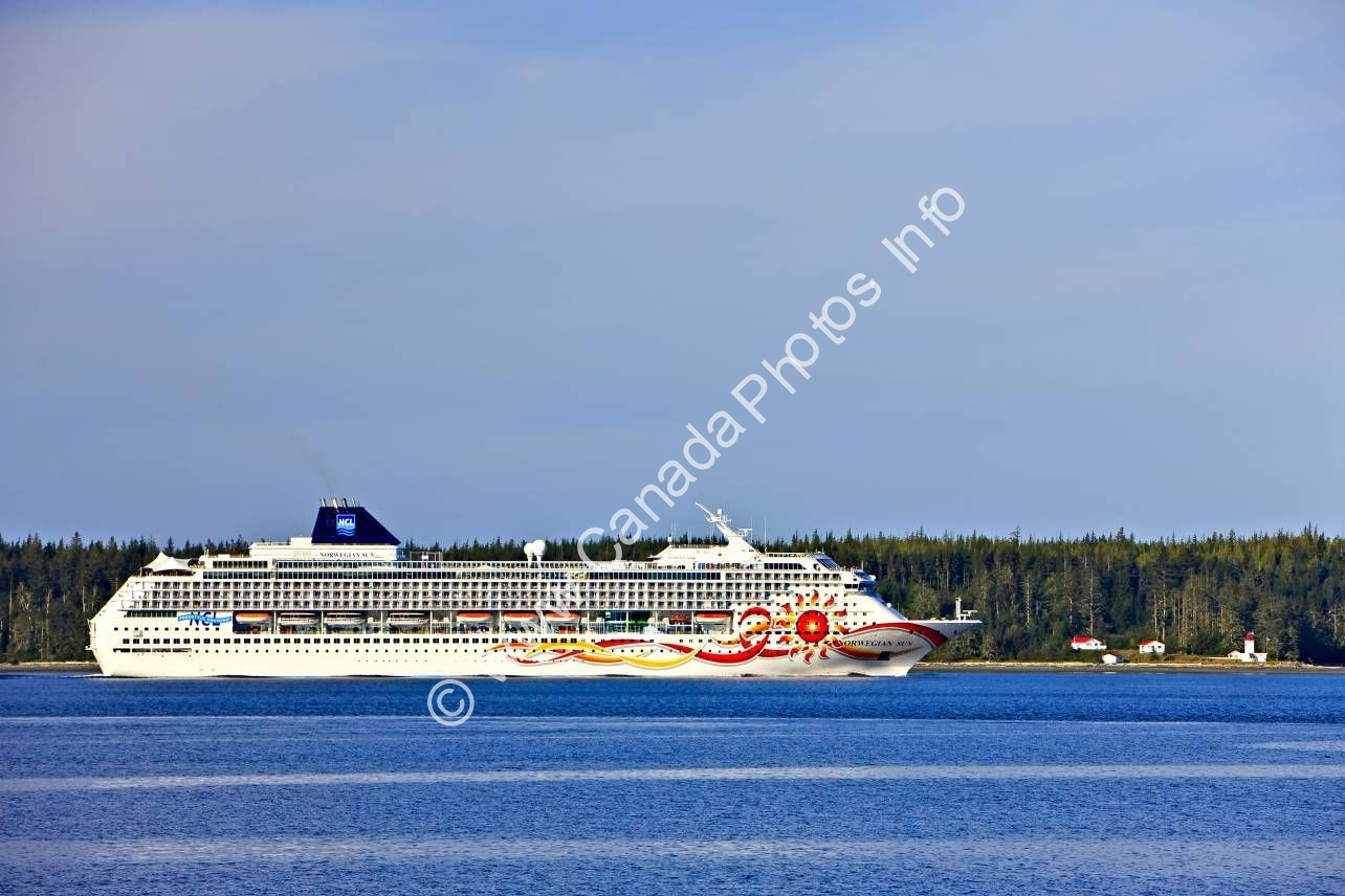 Photo Cruise ship inside passage Vancouver Island British Columbia
