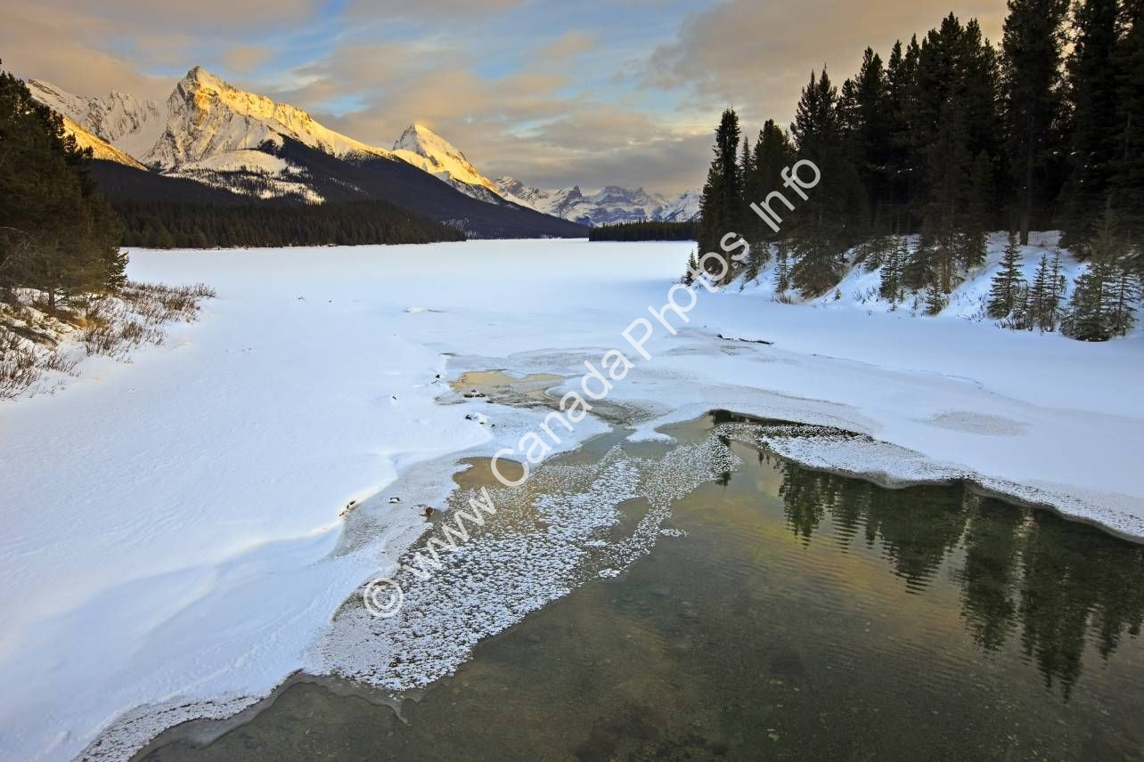 Photo Jasper National Park Maligne Lake Winter Alberta