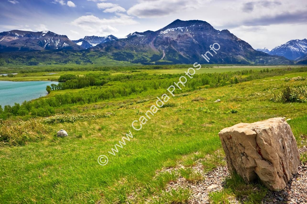 Photo Scenery overview Waterton Lakes National Park Alberta