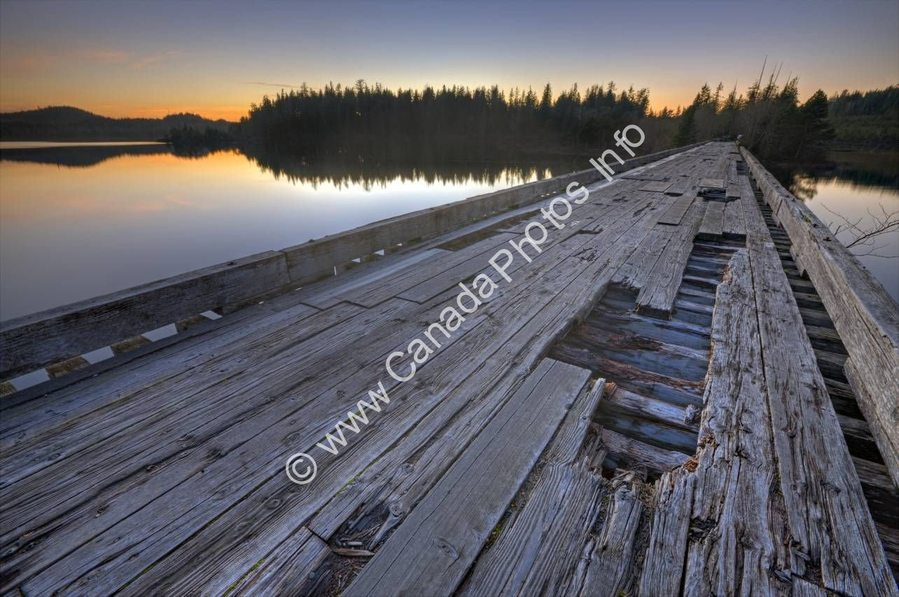 Photo Scenic Old Wooden Bridge Clayoquot Sound