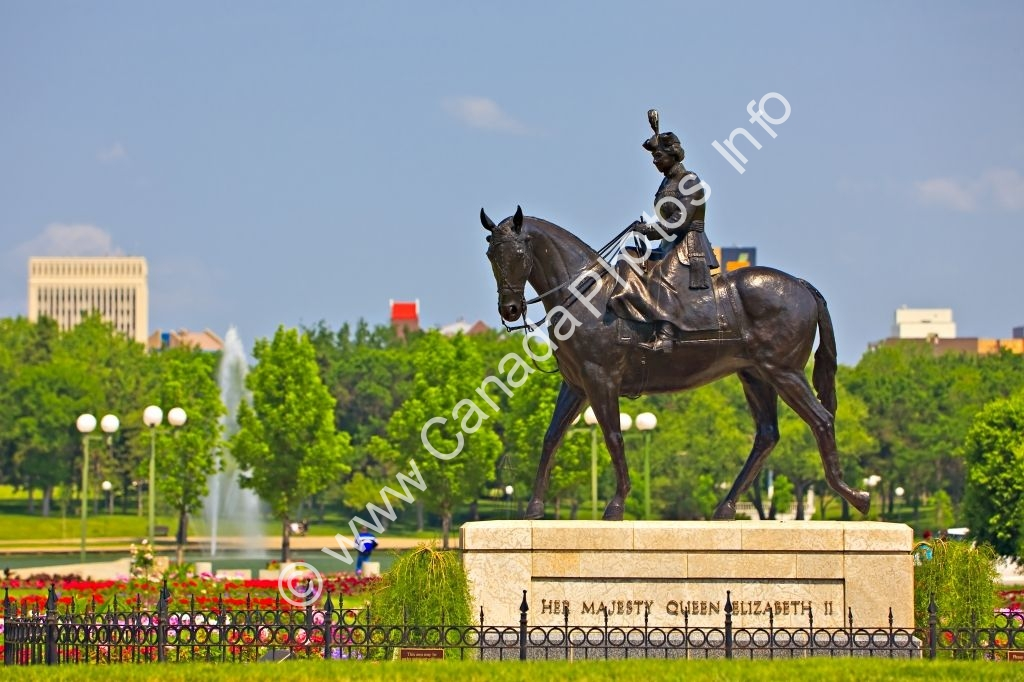Photo Statue Queen Elizabeth II Regina Saskatchewan