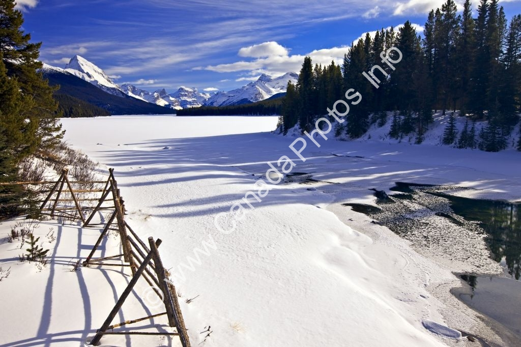 Photo Tourist Attraction Maligne Lake Winter Jasper National Park