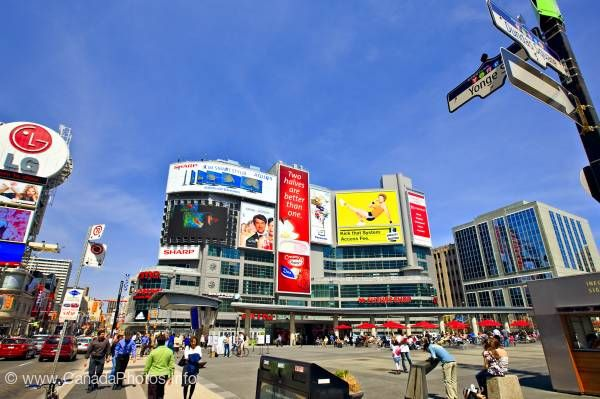 photo of Photo Dundas Square Toronto Ontario